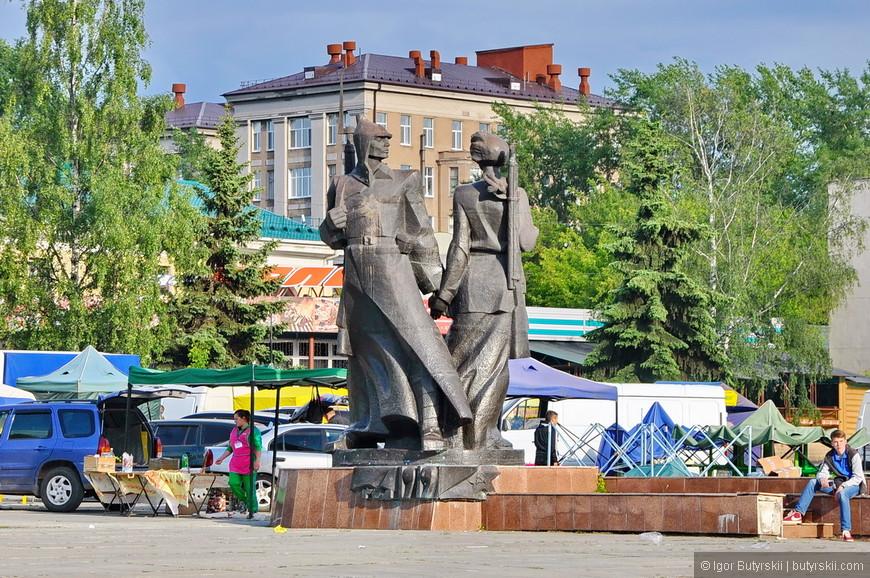 39. Памятник революционерам.