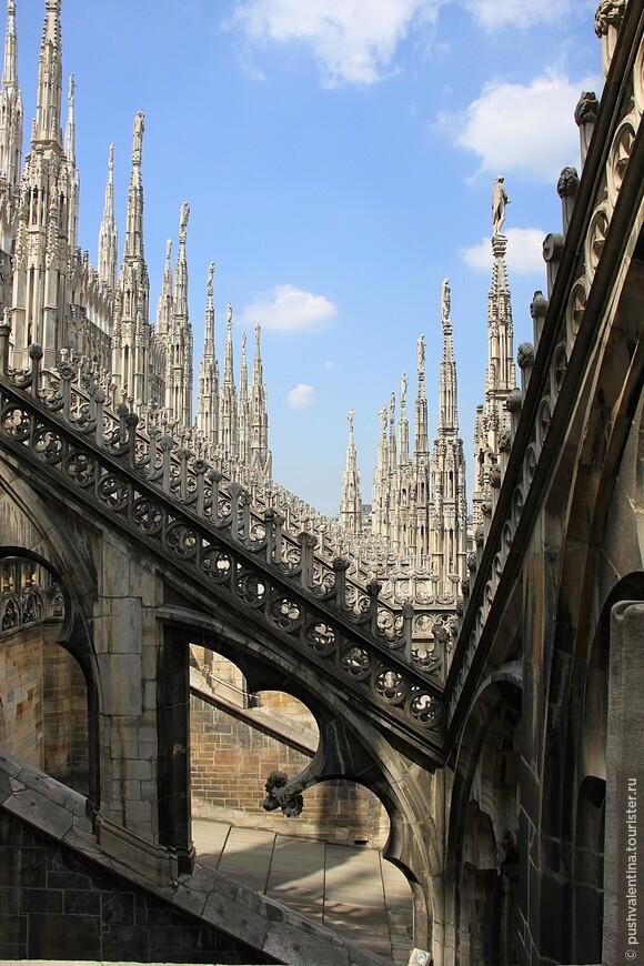 На крыше собора