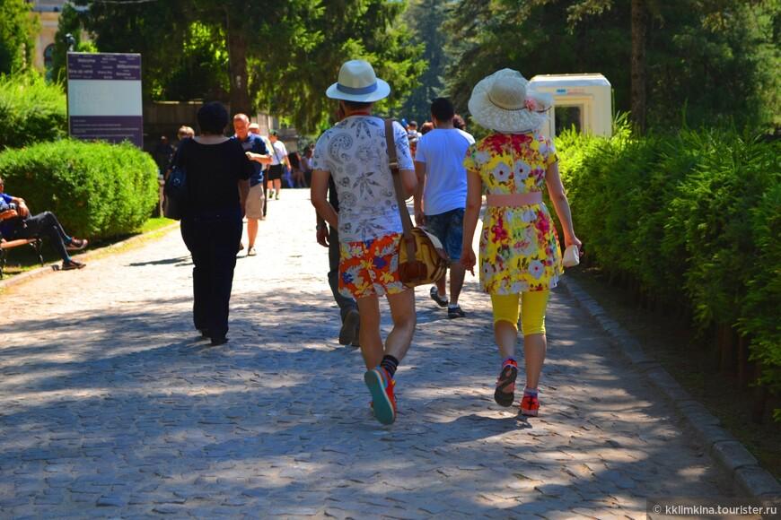 Яркие туристы)