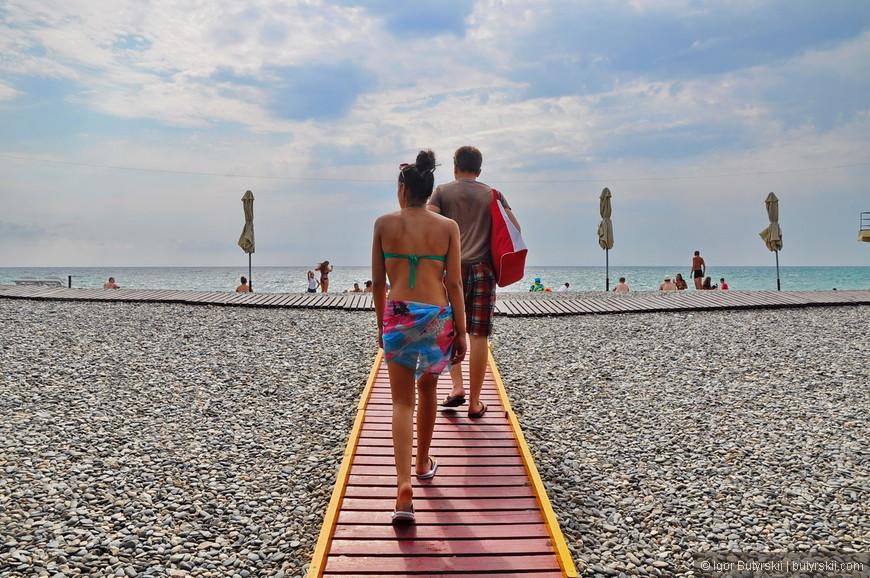 03. Пляж находится с самого края Адлера, практически в приграничной зоне с Хостинским районом.