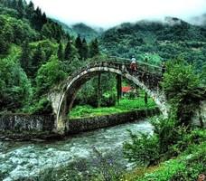 Древний мост в Турции требует реставрации после реставрации