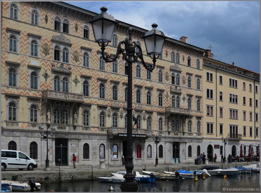 Вот, к примеру,  дворец Гопчевич (XIX век) на набережной - одно из самых красивых зданий города. С 1924года в нем размещается театральный музей Карла Шмидле.