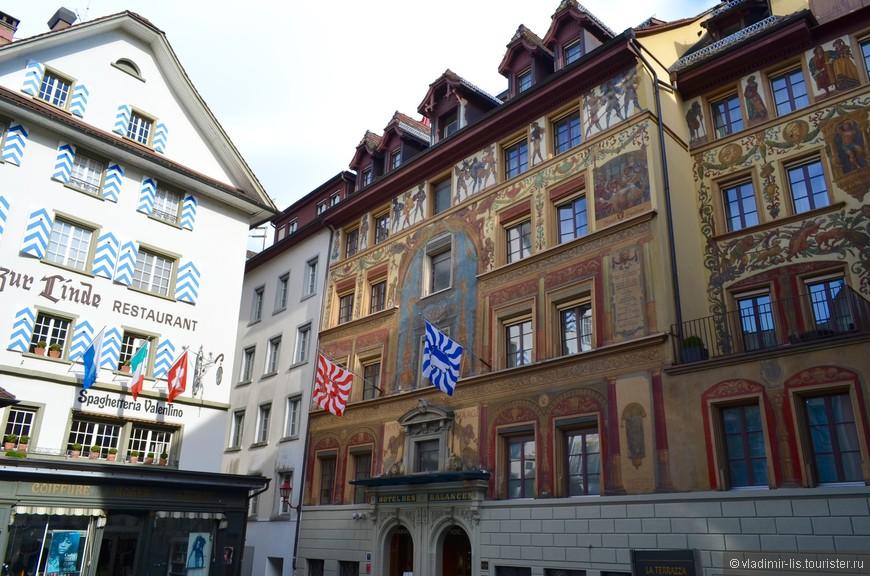 Безумно люблю расписные фасады! Разглядывая фрески можно застрять у каждого здания на неопределенный срок... а в Люцерне их полно...