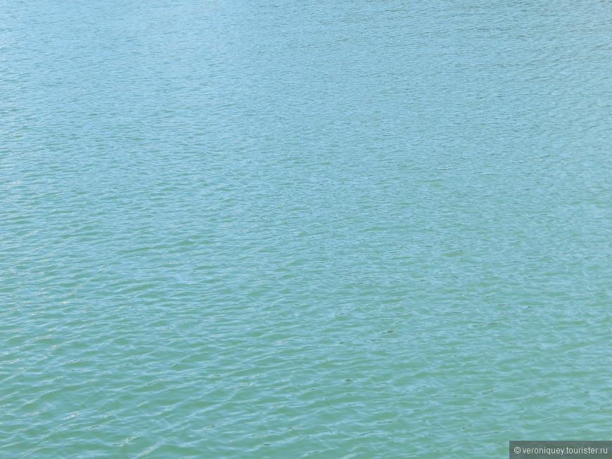 Цвет воды завораживает