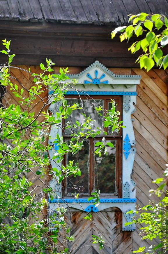 09. В Удмуртии часто встречаются красивые резные наличники на окнах. Думаю сюда когда-то заслали мастеров из Костромы.