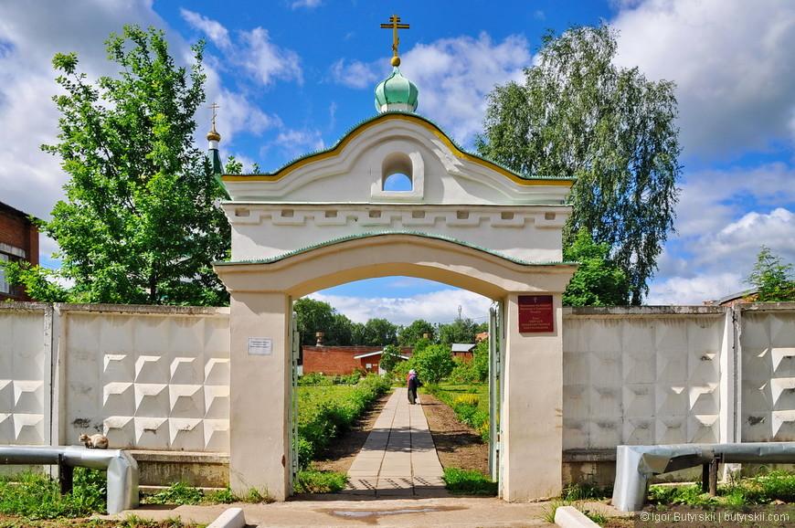 13. Давайте покажу вам внутреннюю территорию храма.