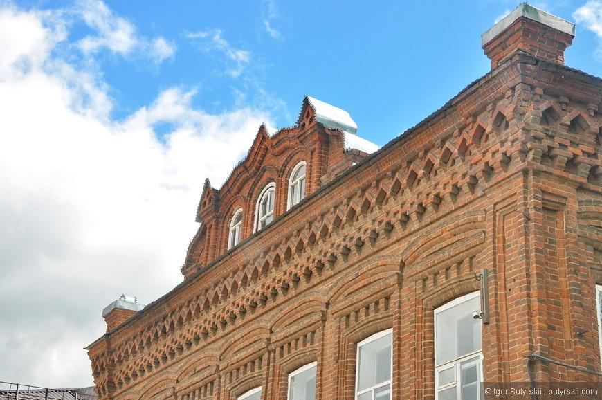 24. Такие элементы зданий совсем недавно показывал в Миассе, города Урала схожи по своей архитектуре.