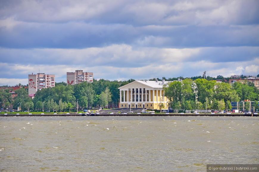 27. Кстати, Воткинск это город в котором родился Чайковский. Я уже проехал так много городов где он жил, и наконец попал в город его рождения.