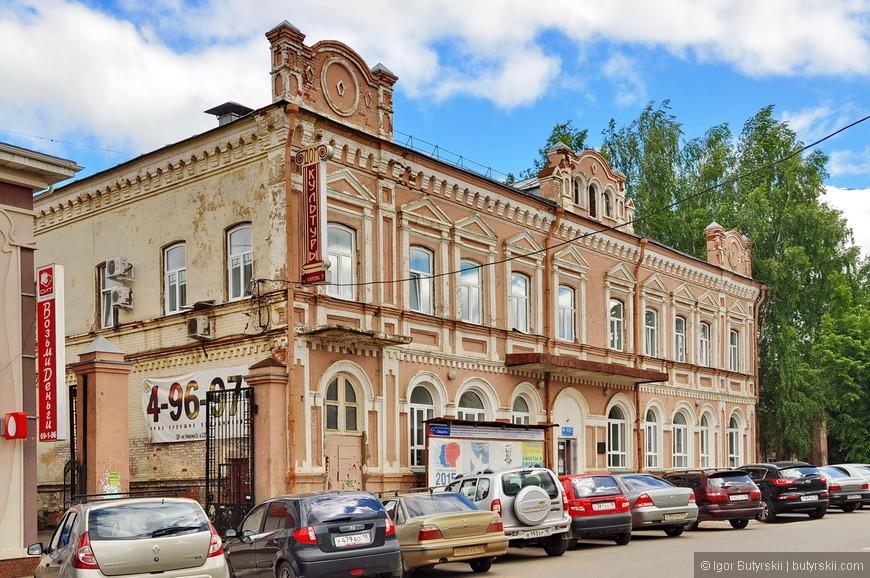 35. Фасады старинный зданий стараются содержать в приличном состоянии, получается неплохо.