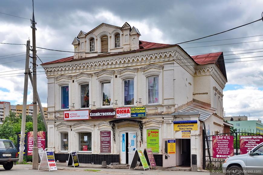 38. Красивое здание, состояние уже похуже, но восстановить все еще можно без труда.