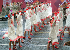 Мокрое открытие дня города на Красной площади