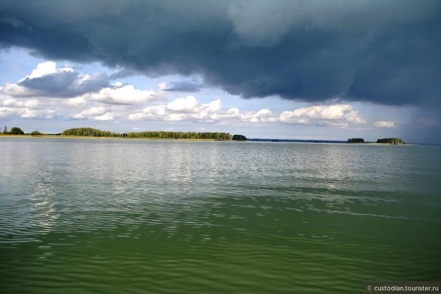 Погода была очень изменчива... Черные тучи и дождь...