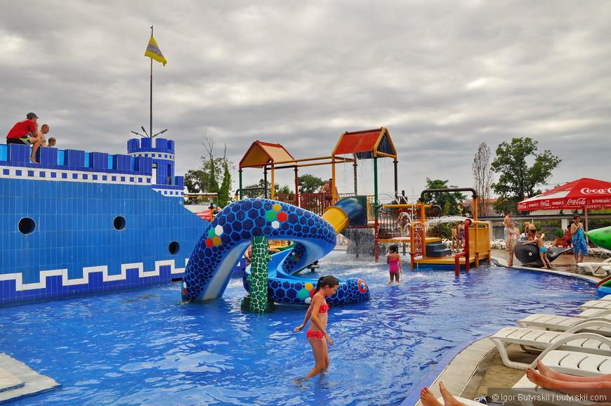 12. Детский бассейн это, наверно, единственное место к которому «нет вопросов». Но будьте осторожны - вода тут ледяная.