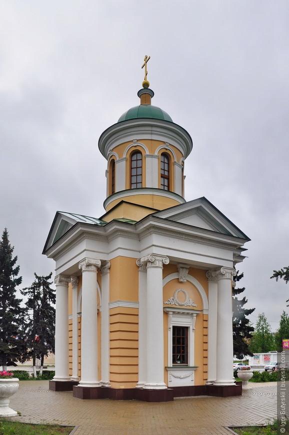 20. Небольшая часовня, по строению похожа на советскую (чего быть не могло), наверно пристроили позже. Дзержинский сильно удивился бы часовне недалеко от своего памятника.