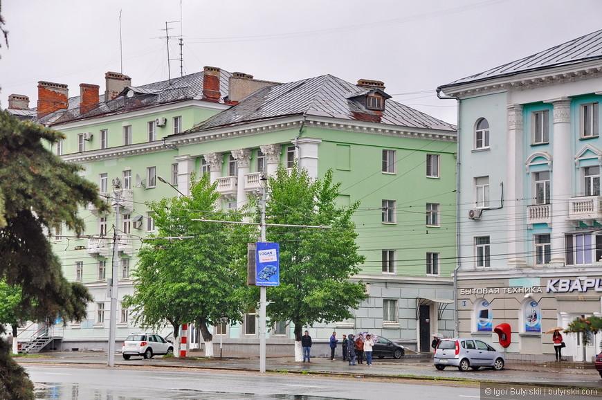 21. Так как город начал строиться в 1929 году, архитектура города вся советская, но есть и красивые представители (сталинской эпохи).