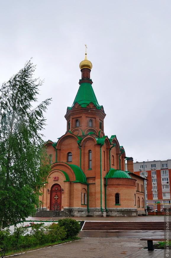 33. Интересный комплекс зданий, все храмы и собор строят в одном месте, за общим забором – очень удобно.