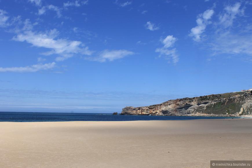 Шикарный пляж в Назаре.