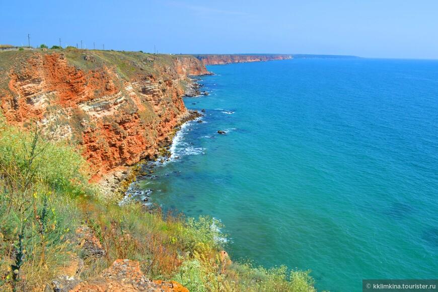 Выступая на целых 2 километра в море и напоминая, в большей степени полуостров, мыс является как природным, естественным заповедником, так и археологически-исторической резервацией.