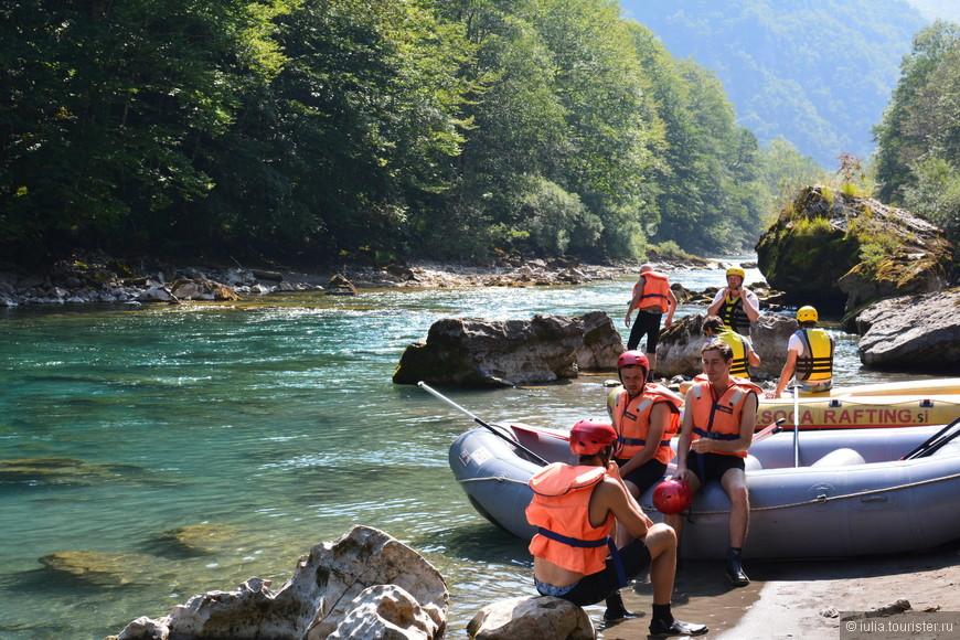 Рафтинг является одним из самых популярных развлечений в Черногории. Бурное течение этой Тары во многих местах очень опасно, особенно в местах расположения порогов. Лучшим периодом для рафтинга считается апрель - май, так как во время таяния снегов в горах условия для сплава самые сложные. В августе и сентябре самые спокойные условия для рафтинга.
