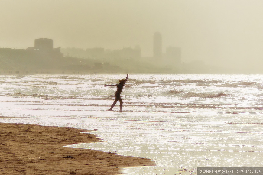 Танцы на пляже - один из способов досуга местных жителей