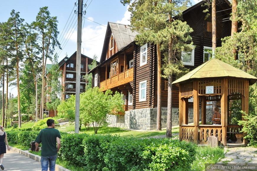 09. Гостиничные комплексы базы отдыха. Стоимость – как на Черном море, хотя вода намного приятнее.