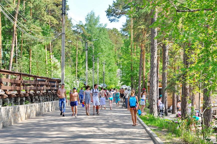21. Очень много молодежи. До озера ходят много автобусов, можно приехать на велосипеде. Тургояк находится в непосредственной близости к Миассу.