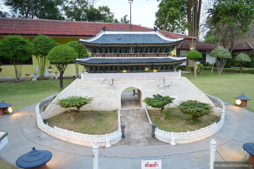 Намдэмун  – один из старейших архитектурных памятников столицы Южной Кореи – Сеула, входящий в список национального достояния Кореи