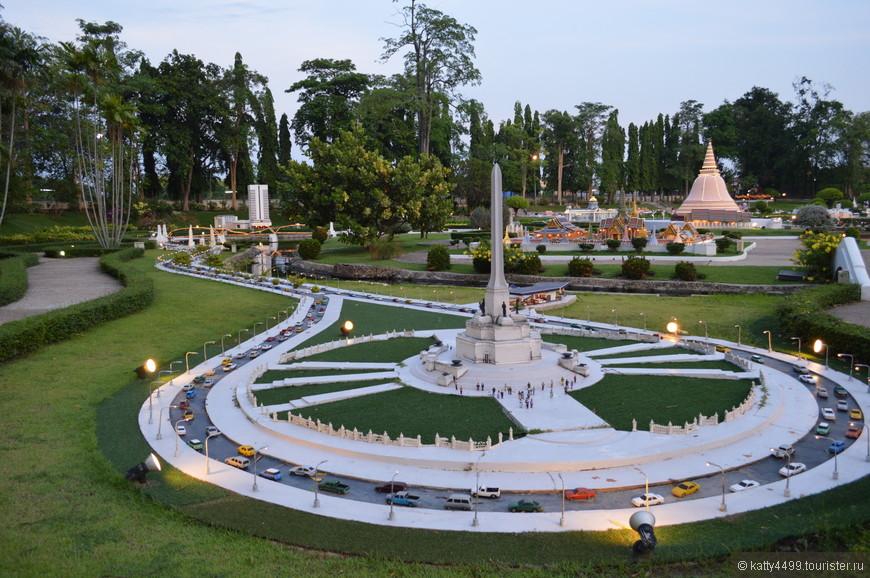 Монумент Победы — большой военный памятник в Бангкоке