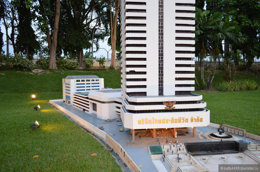 Здание Marble Throne Hall расположенное во дворце Dusit в Бангкоке.