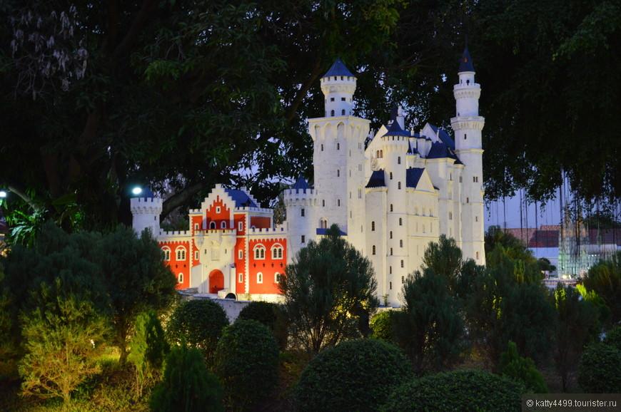 Немецкий замок  Нойшванштайн  в Баварии