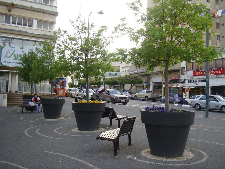 Уютный сквер в центре города.