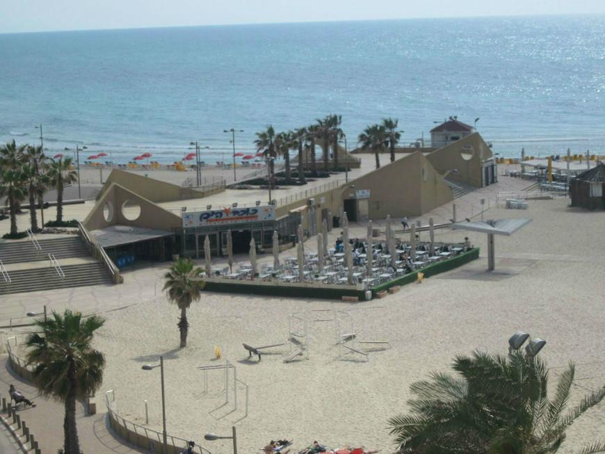 Нетанийские пляжи - одни из лучших в Израиле. Достаточно широкие и чистые, есть где перекусить...