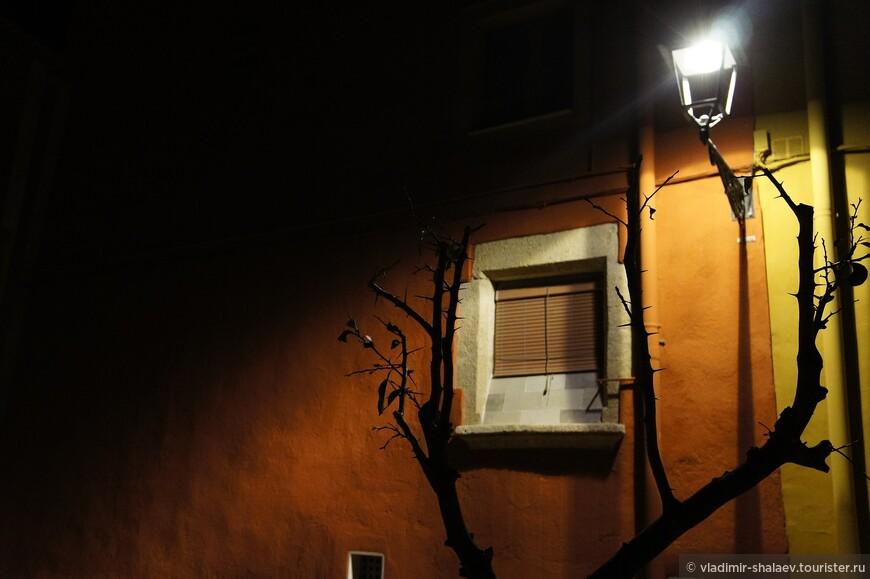 Бессмысленный и тусклый свет...))