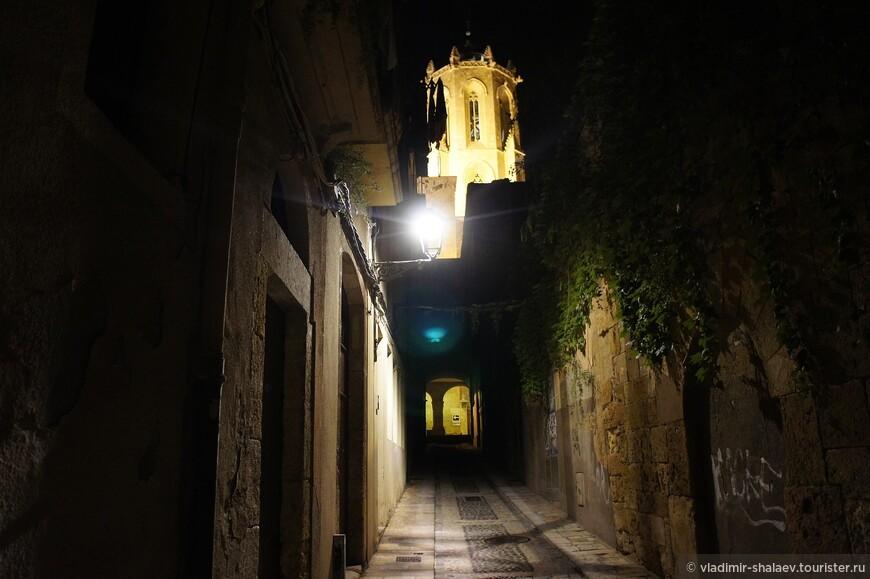 Одна из самых узких улиц Таррако.
