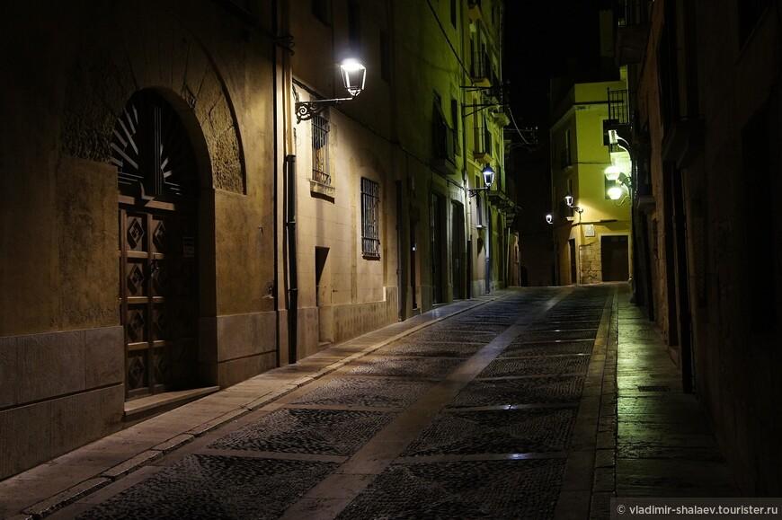 Одна из самых широких улиц Таррако.