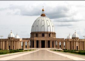 Она была возведена между 1985 и 1989 годами по образцу собора св. Петра в Риме. Освящение храма 10 сентября 1990 года совершил понтифик Иоанн Павел II. 30 октября этого же года храму был присвоен почётный статус малой базилики.
