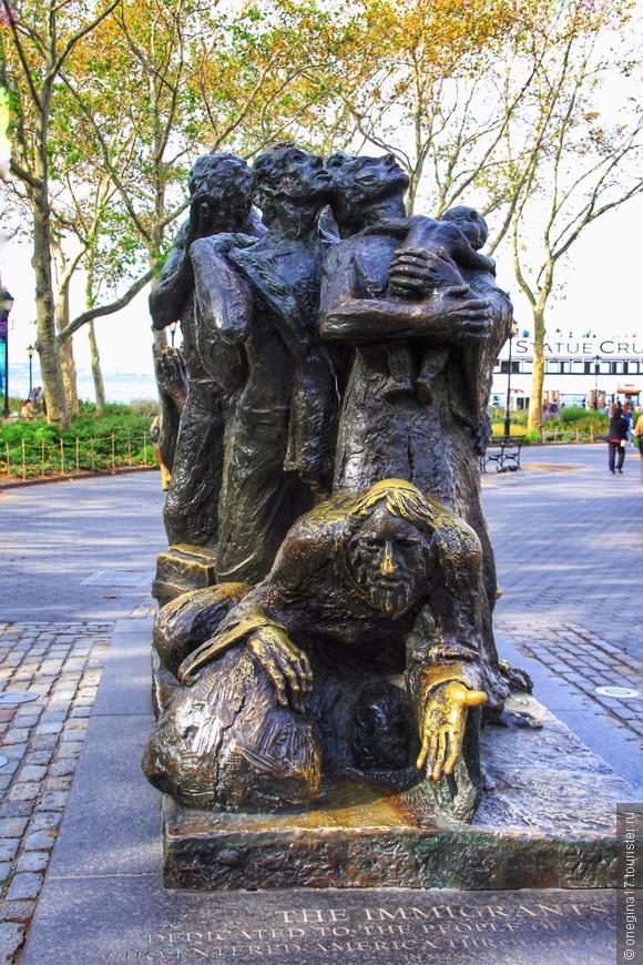 Памятник иммигрантам. Решительно не понравился и прежде всего вот этой протянутой рукой. Говорят, что неподалеку находился пункт регистрации вновь прибывших их Европы.