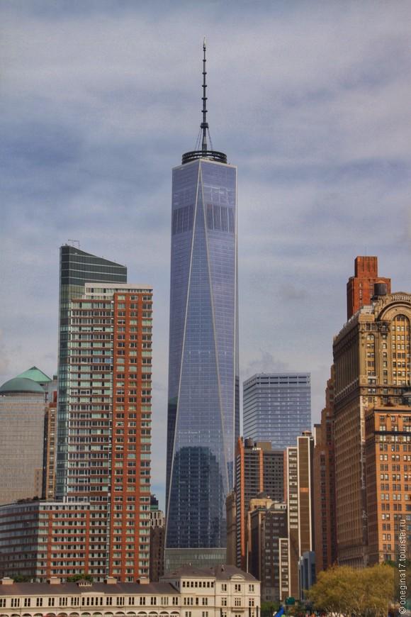 """Небоскреб """"Свобода"""". Почти построен, явно шли отделочные работы. Пока он станет самым высоким зданием, а потом неизбежно уступит первенство какому-нибудь новому небоскребу."""