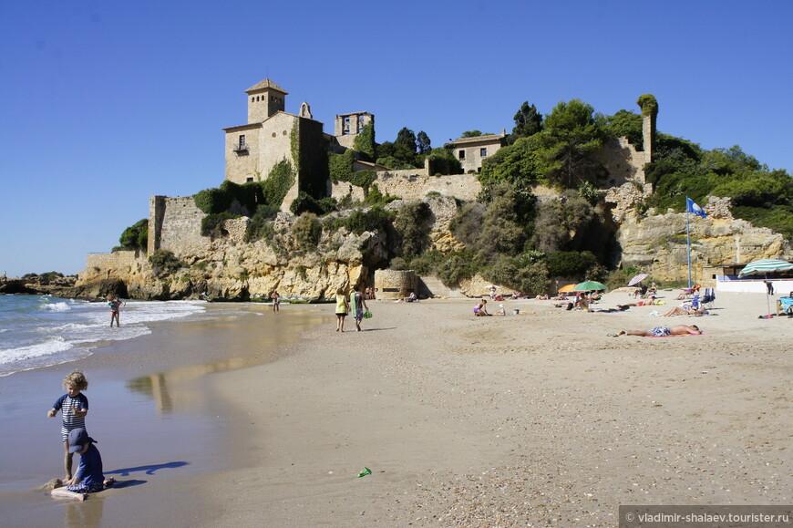 И нам осталось посмотреть последнюю достопримечательность Алтафульи - замок Тамарит. Для этого надо идти к морю.