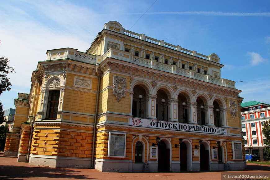 Драматический театр М.Горького - один из старейших театров всей России. Первый камень здания был заложен в 1798 году.