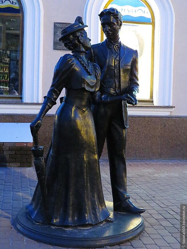 Памятник Анненковым на Покровке.