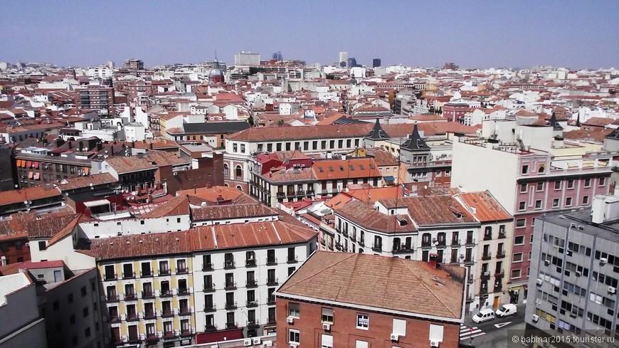 Балкон - это не только архитектурная деталь, но способ посмотреть на город с высоты. Вид на север Мадрида с балкона одного из зданий на Gran Via