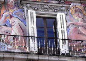 Мадрид. Стены, окна и балконы