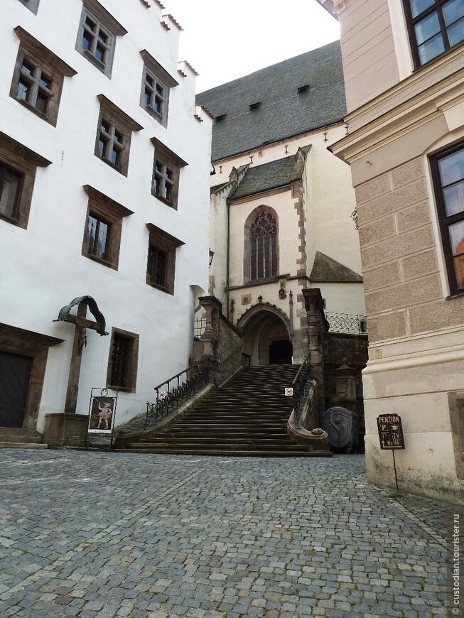 Северный вход в Костел Св.Вита