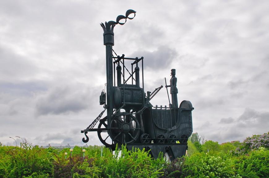18. «Первый паровоз». Все скульптуры входят в состав композиции «История транспорта» и были установлены в 1977-79 годах.