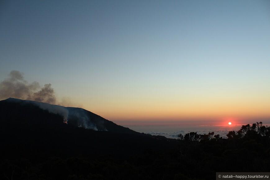 Активный вулкан и рассвет- ничего более эмоционального я пока в жизни не видела своими глазами
