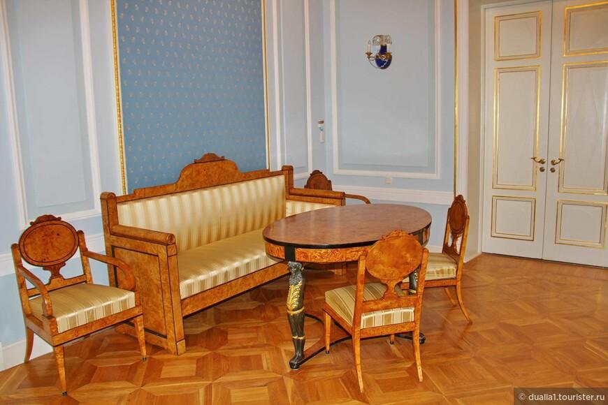 Голубая гостиная. Здесь проходили заседания Львовско-Державинского литературного кружка, где друзья обсуждали литературные произведения.