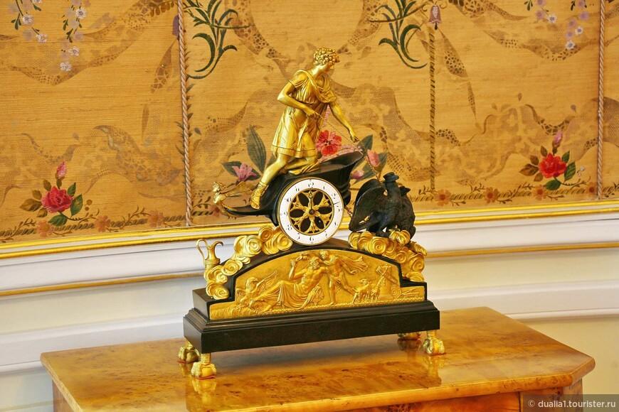 Уникальные часы европейского мастера, которые были сделаны всего в 4-х экземплярах. Один из которых - в Версале.