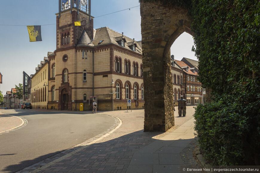 Как и положено средневековым городам, Гослар был окружен крепостной стеной, остатки которой сохранилась до сих пор.
