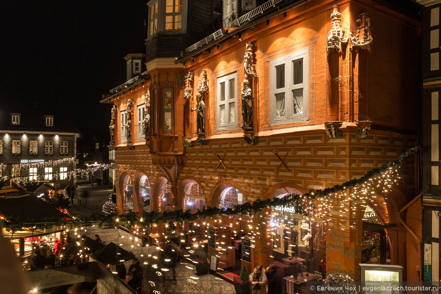 На рыночной площади с 15 века красуется Кайзерворт, здание купеческой гильдии.